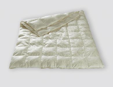 Christian Fischbacher Geneva 4-Saisons down comforter, silk paisley jacquard