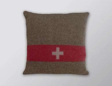 Eskimo Swiss army pillowt